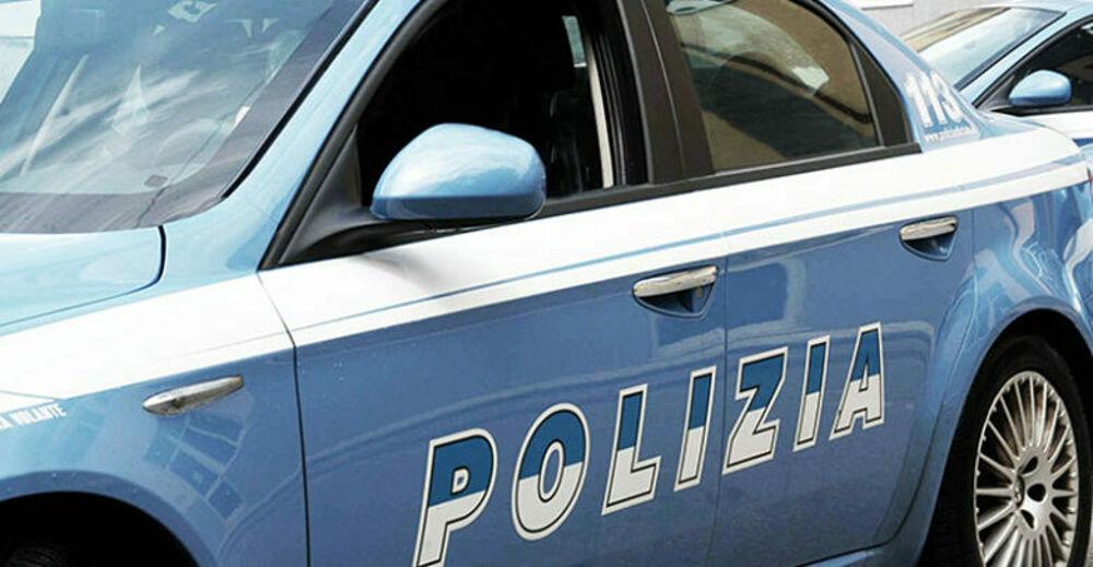 Rubano furgone pieno di yogurt vicino al market: indaga la polizia