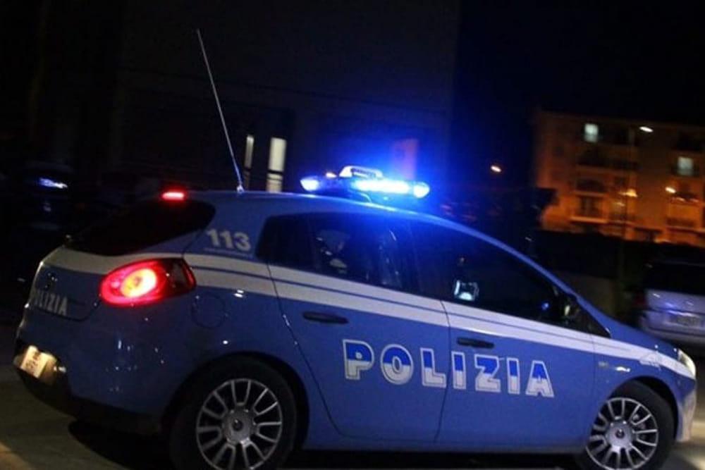 Salerno, giovani aggrediti nel centro storico: devastato il teatro dei Barbuti