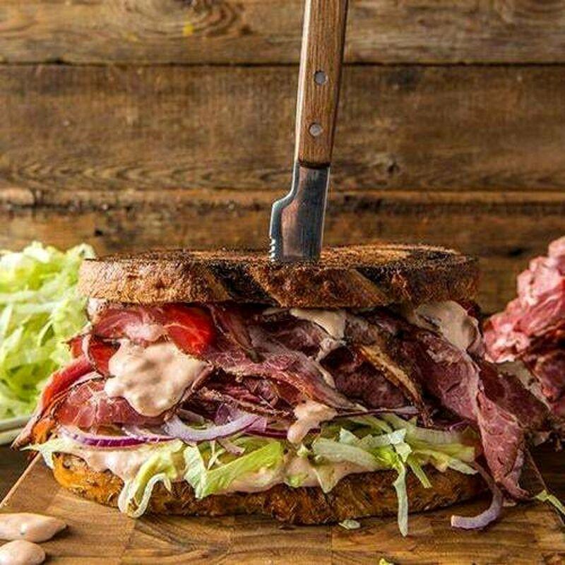 Birre alla spina, cucina sottovuoto ed altre gustose novità: tutti pazzi per lo Spitfire Pub
