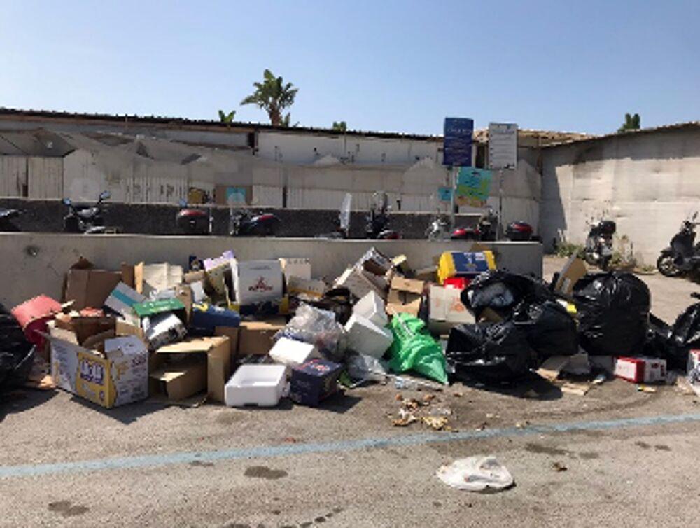 """Salerno, Lega all'attacco: """"Basta lasciare le spiagge nel degrado"""""""