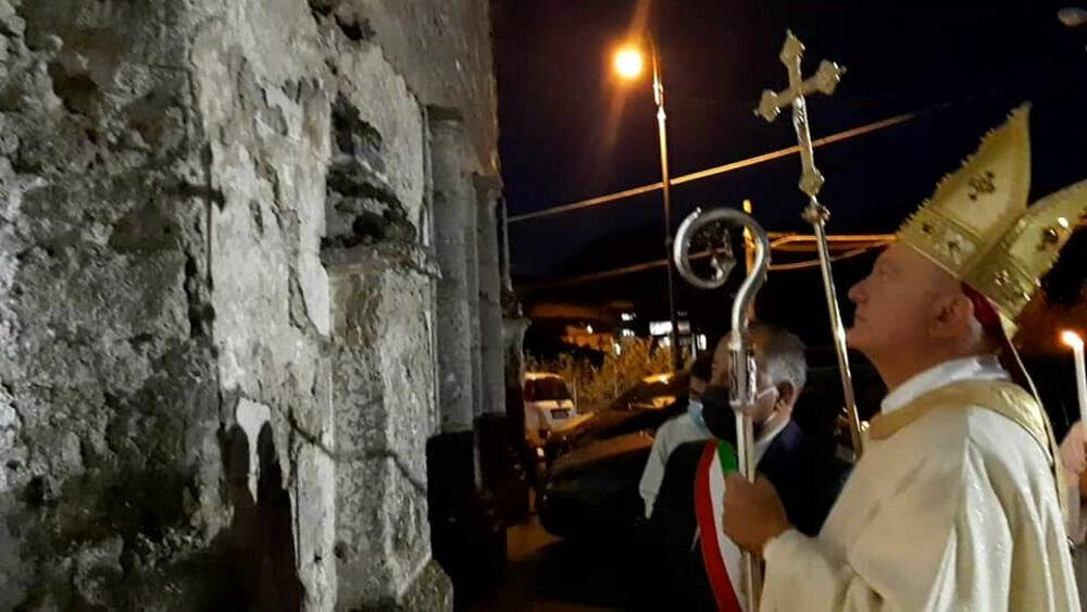 Calvanico, Bellandi benedice facciata e sagrato della Chiesa Madre