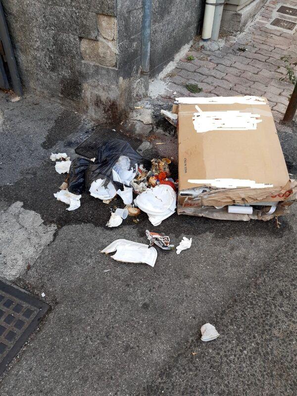 Micro discariche in via Laspro e via Calenda: la protesta dei residenti