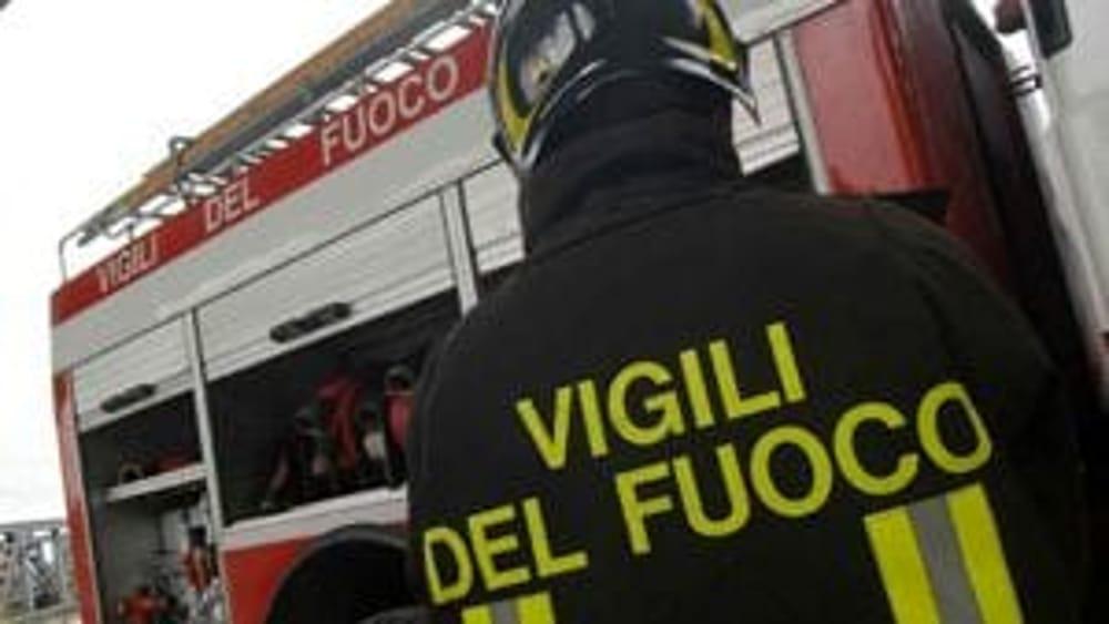 Incendio a Sala Consilina: fiamme in una mansarda, ustionata una persona