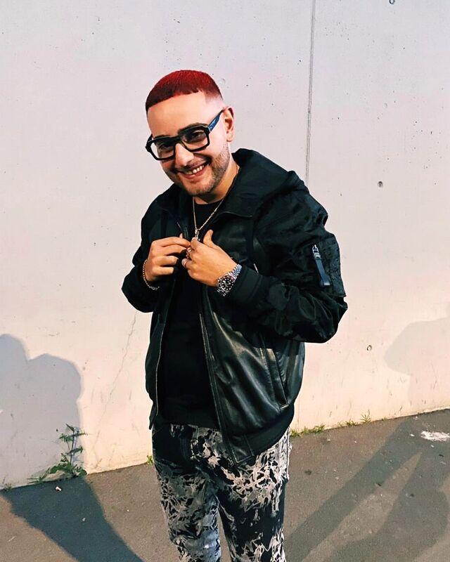 Musica, Rocco Hunt vince il Triplo DiscodiPlatino e si tinge i capelli di rosso