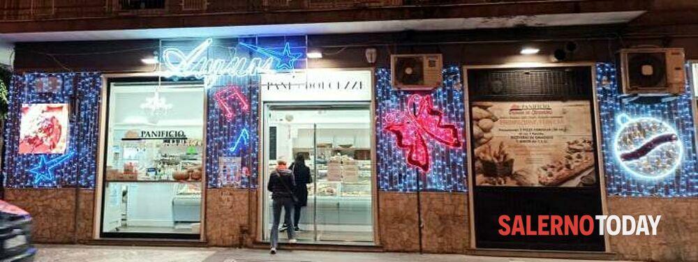Covid/Le reazioni dei commercianti salernitani per le nuove restrizioni, tra Natale in anticipo e locandine amare