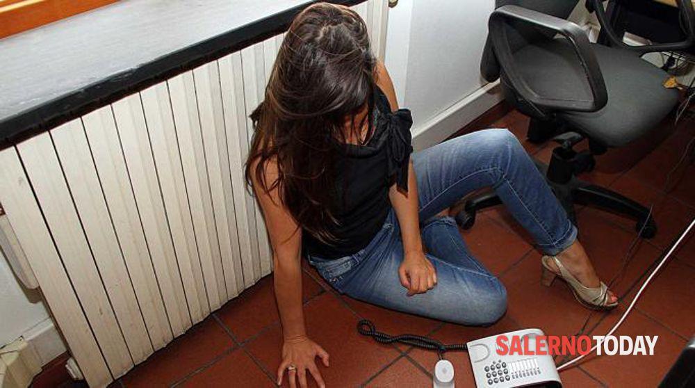 Sorpreso a minacciare l'ex sotto casa: arrestato stalker seriale a Salerno
