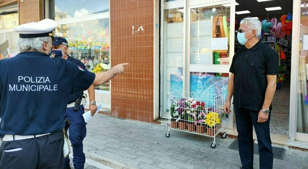 Covid-19, assembramenti a Salerno: blitz del sindaco nei quartieri