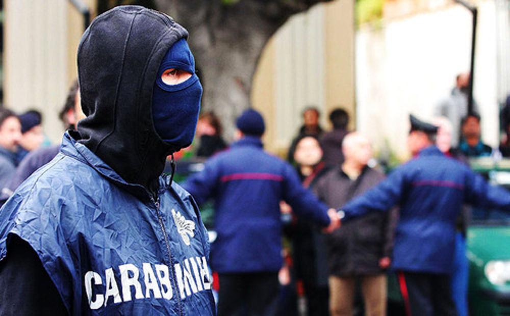 Traffico di droga, riciclaggio e intestazione fittizia di beni: in 27 nei guai, l'operazione dei Carabinieri
