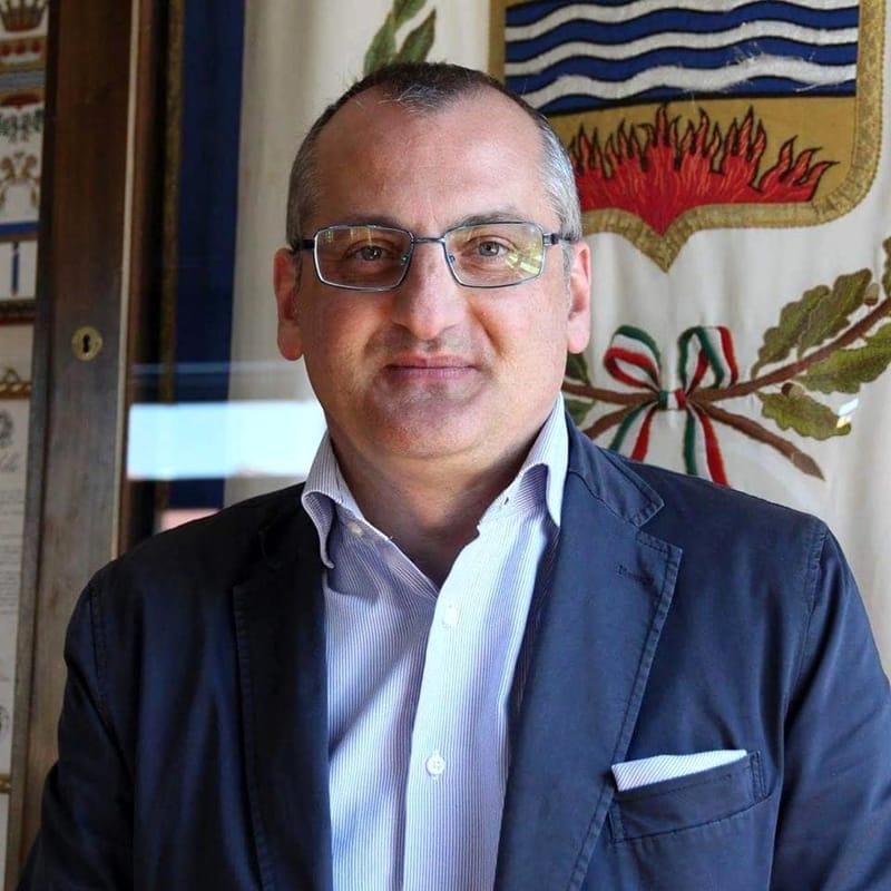 Corruzione e abuso d'ufficio, arrestato il sindaco di Eboli Massimo Cariello