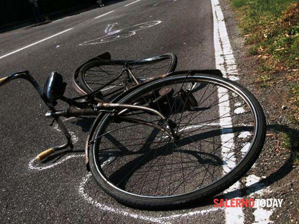 Incidente ad Angri, scontro tra auto e bici: ciclista in ospedale