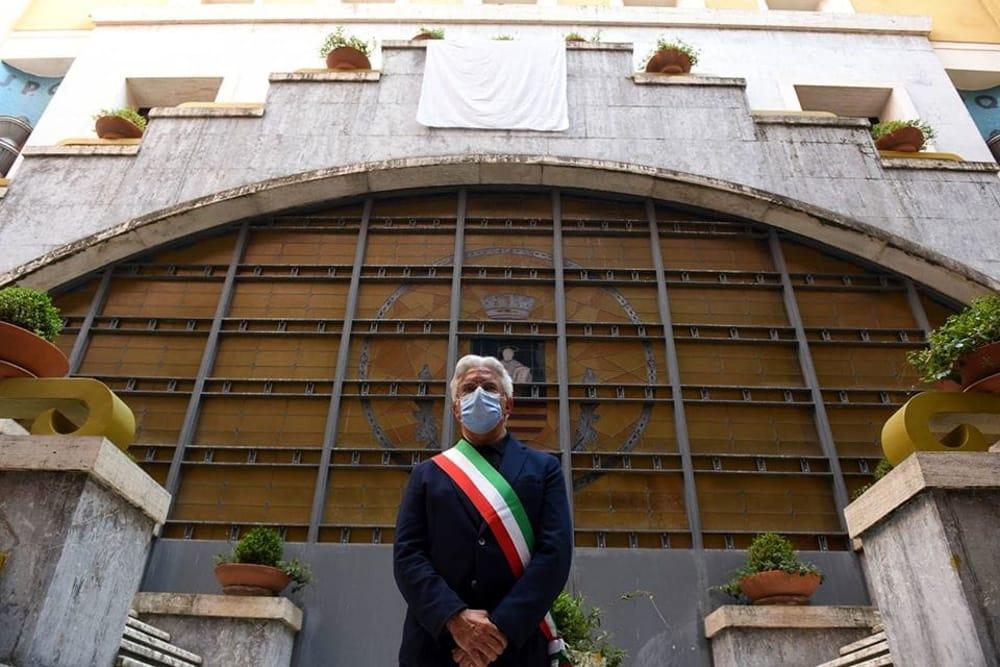 Covid-19: negativi i 5 dipendenti del Comune di Salerno, lo screening continua