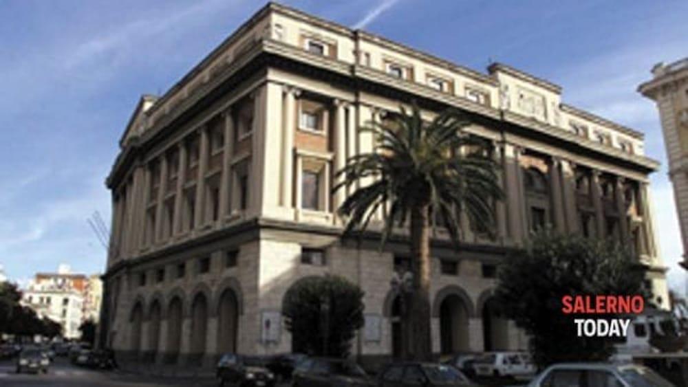 Covid-19 a Salerno, cinque positivi al test sierologico: parte la sanificazione a Palazzo di Città