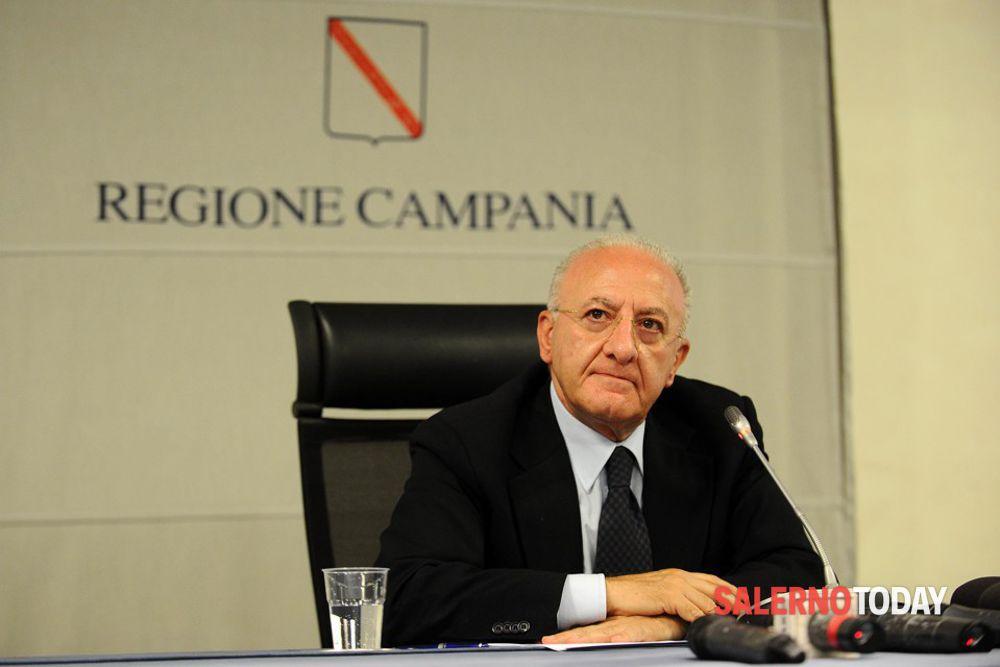 """Allarme contagi in Campania, De Luca vede Lamorgese: """"Più controlli anche con l'esercito"""""""