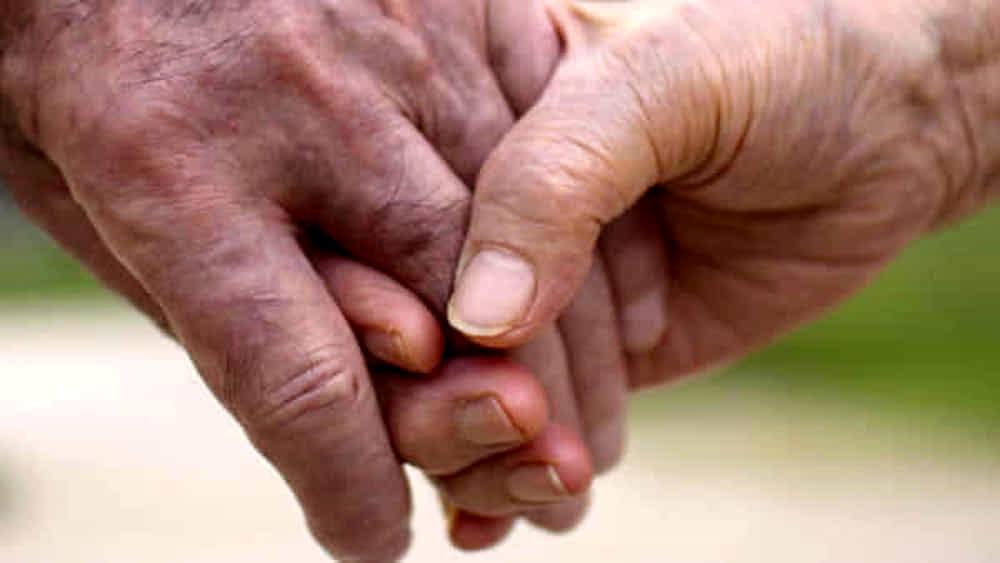 Festa dei Nonni: la dedica agli anziani morti nelle Rsa durante il Covid. L'iniziativa del Codacons