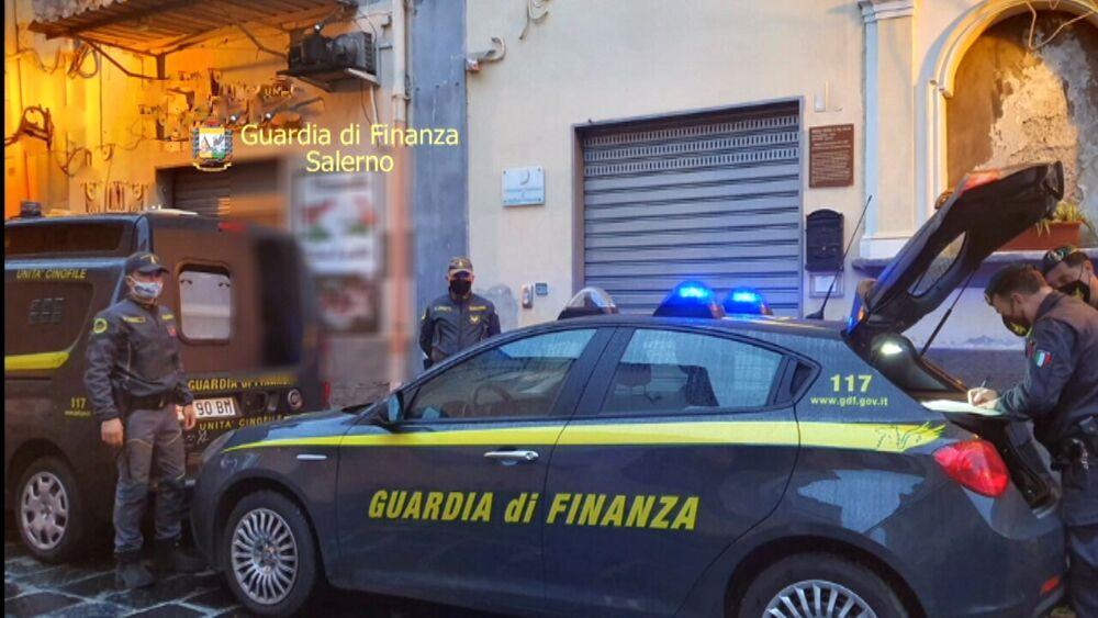 """Spaccio nell'Agro, divieto di dimora per la """"dama del crack"""" e due pusher col reddito di cittadinanza"""