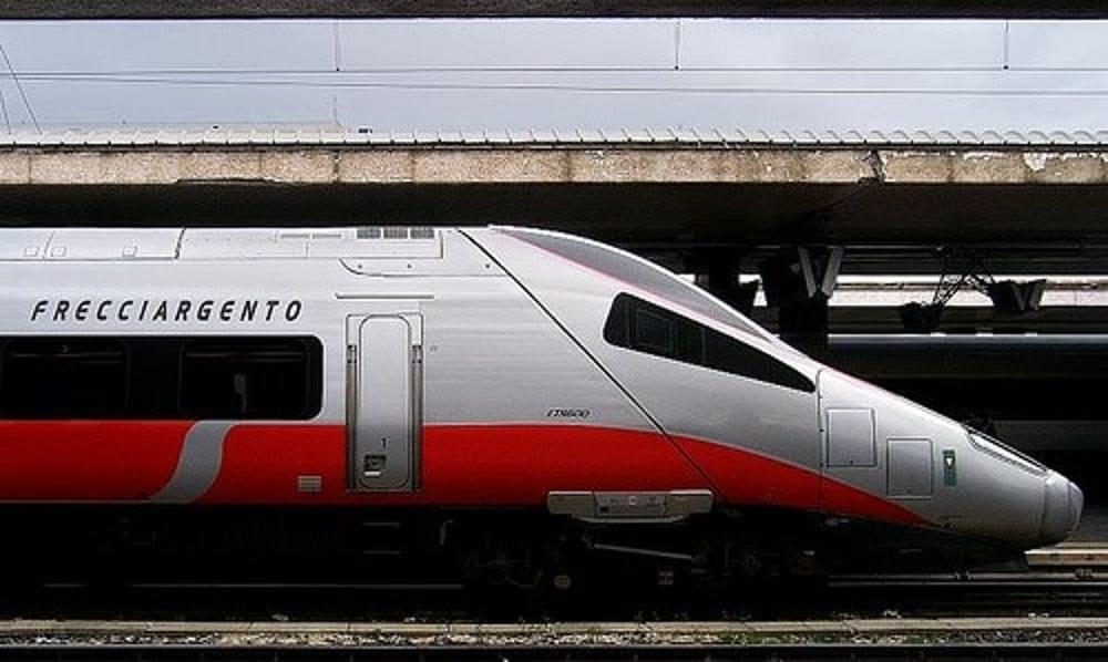 Frecciargento: prima fermata del treno a Battipaglia, esultano i senatori del M5S