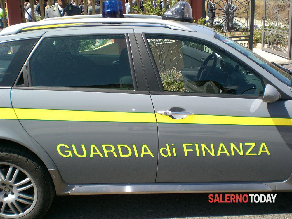"""Salerno, sequestrato immobile a """"Sala Abbagnano"""": 9 denunce, nei guai funzionario del Comune"""
