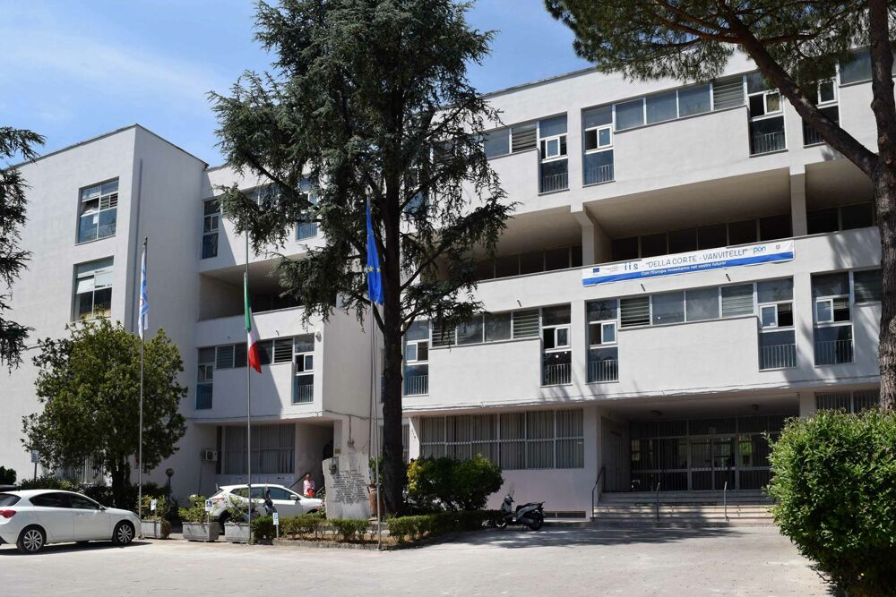 """Covid-19, studentessa positiva: scattano i controlli al """"Della Corte-Vanvitelli"""""""