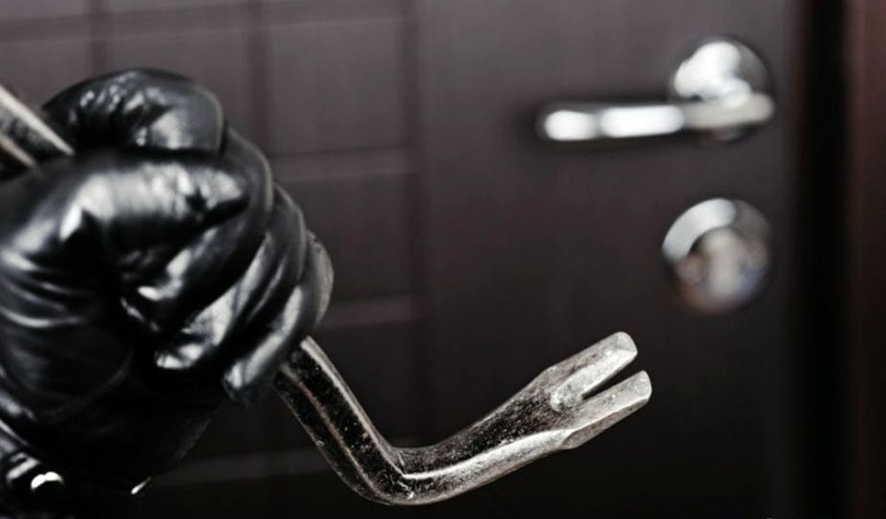 Furti notturni in tre abitazioni a Padula: è caccia ai ladri