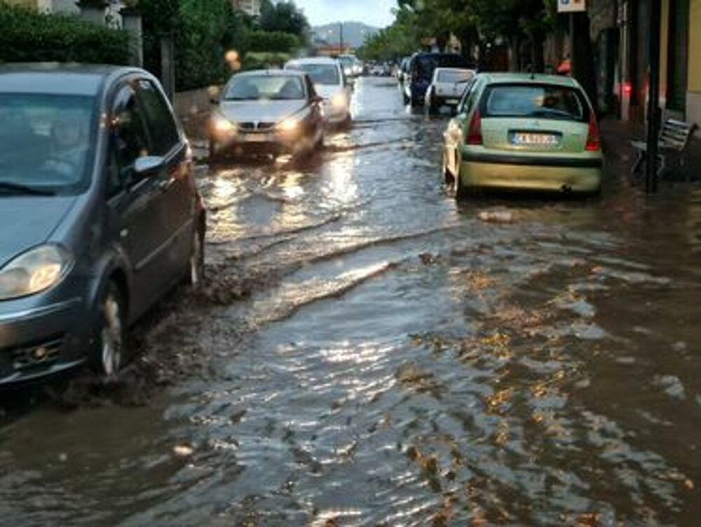 Maltempo: fiumi di fango invadono Agro e Valle dell'Irno: sottopassi monitorati a Salerno