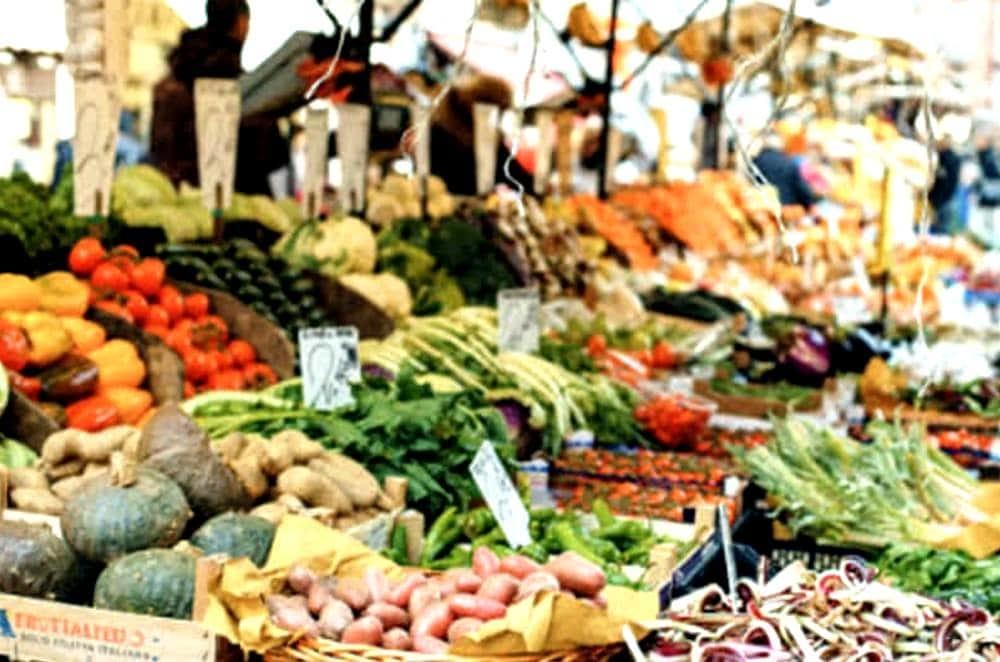 Blitz al mercato di Sapri: 3 fruttivendoli nei guai, sequestro e sanzioni