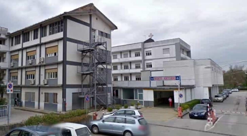 Covid-19, positivo infermiere all'ospedale di Polla