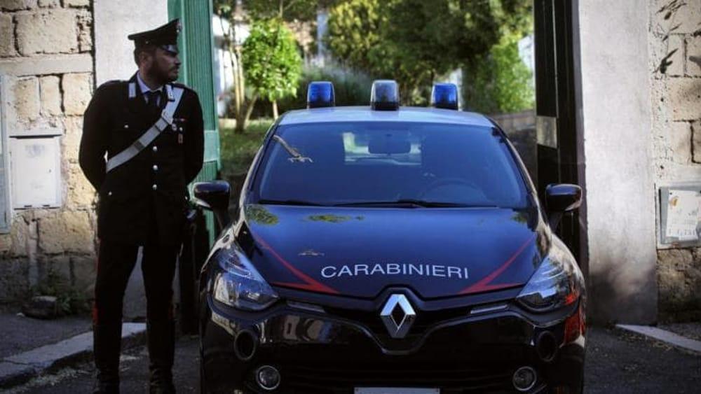 Vibonati, strattona un anziano e gli ruba l'auto: arrestato