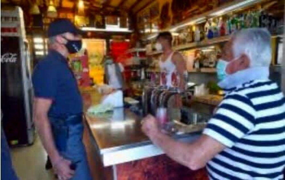 Addetto senza mascherina: 400 euro di multa per un esercizio commerciale a Baronissi