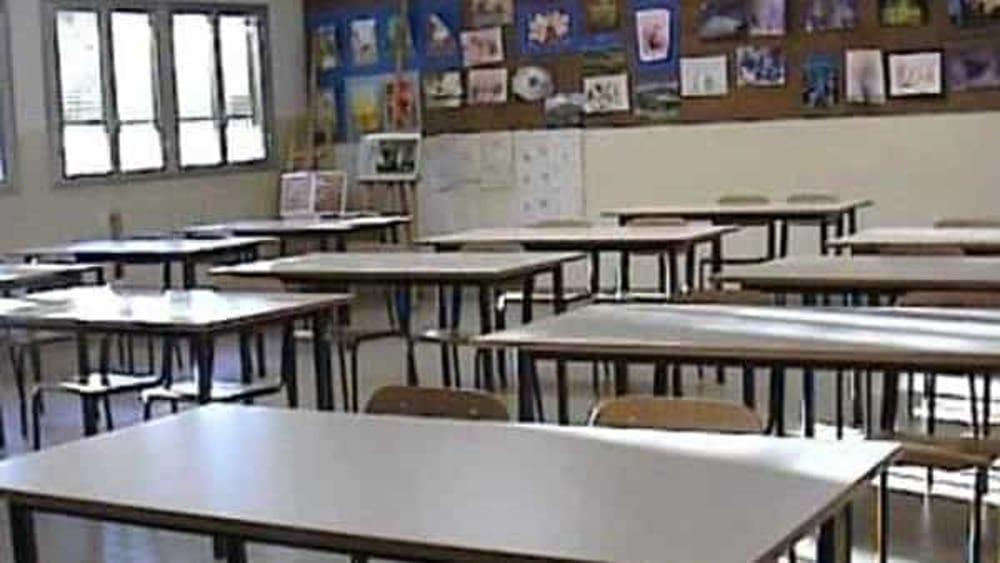 """Allarme Covid nelle scuole, 4 studenti del """"Da Procida"""" restano a casa: classe in quarantena a Fisciano"""