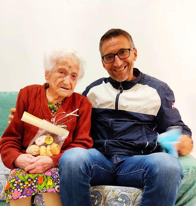 Trentinara festeggia 420 nonni: auguri speciali a due centenarie