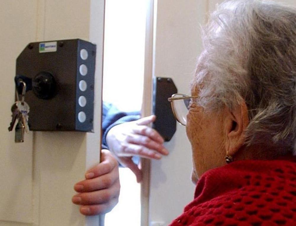 """""""Ho un pacco per suo nipote"""": anziana di Castellabate non cade nel tranello dei ladri"""