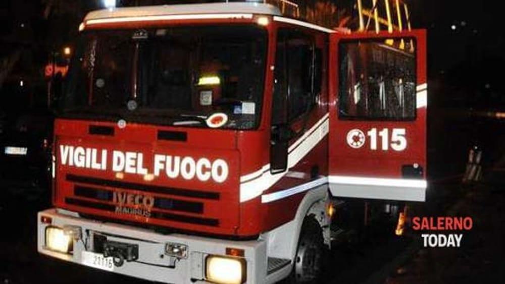 Nuova caserma a Nocera: incendiato un mezzo della ditta che esegue i lavori, l'ira del sindaco