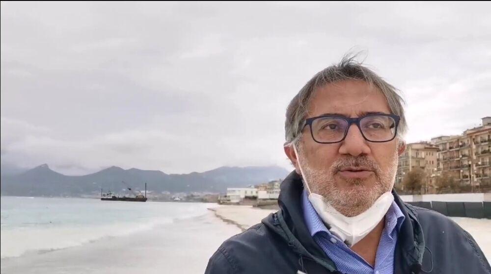 """Blitz di De Maio sull'arenile di Salerno: """"I lavori proseguono nonostante la zona rossa"""""""
