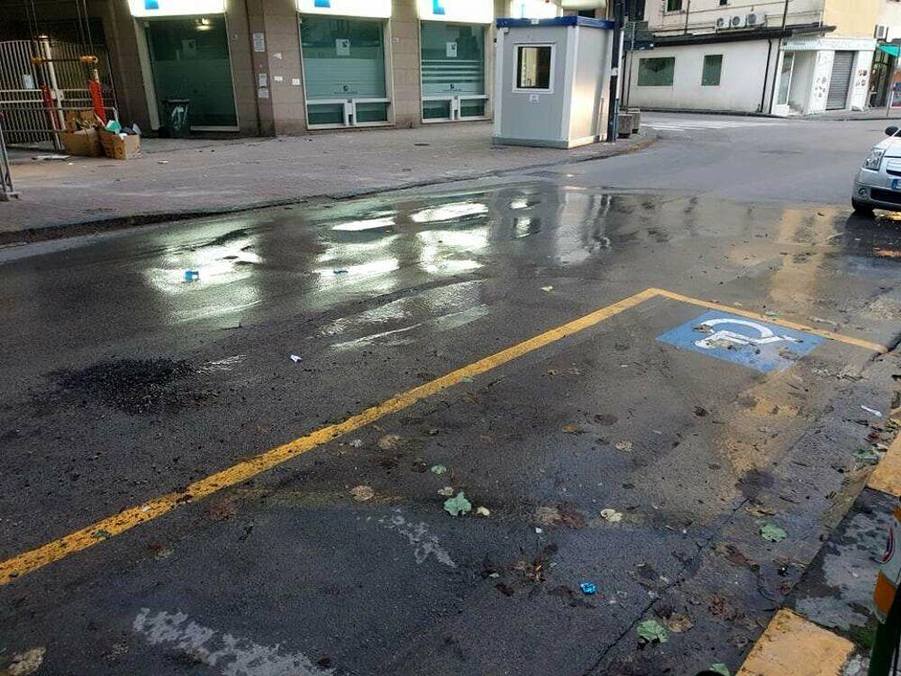 Perdita d'acqua in via Mobilio: la segnalazione
