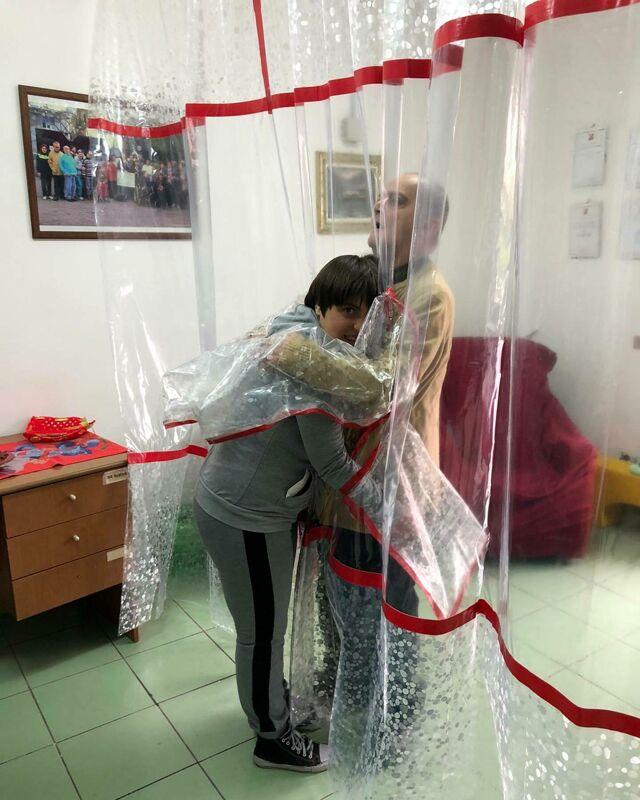 Natale nelle Rsa: la Uildm dà vita alla stanza degli abbracci a Salerno