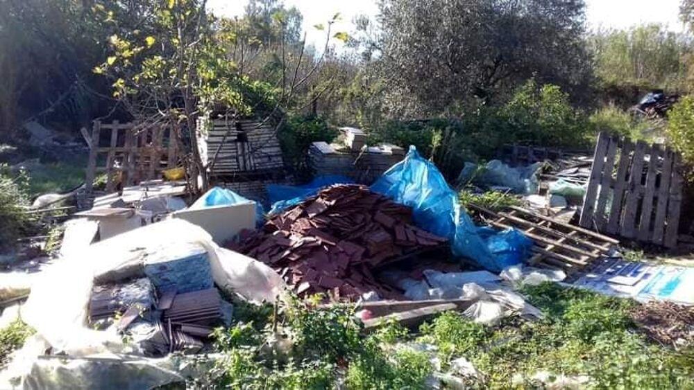 Rifiuti abbandonati a ridosso della sorgente Rio Santa Marina: scatta la denuncia