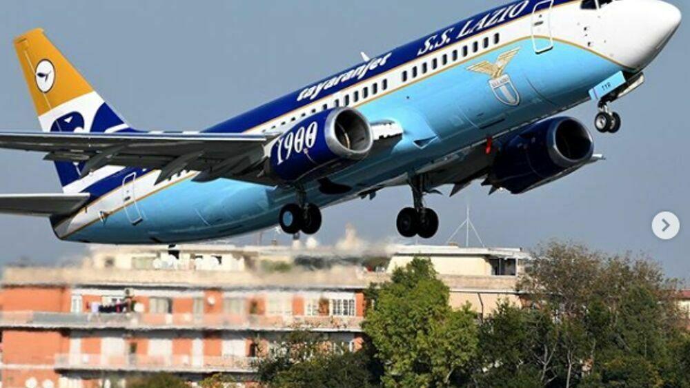 """Granata in volo con il charter della Lazio, tifosi infuriati: """"Via da Salerno"""""""