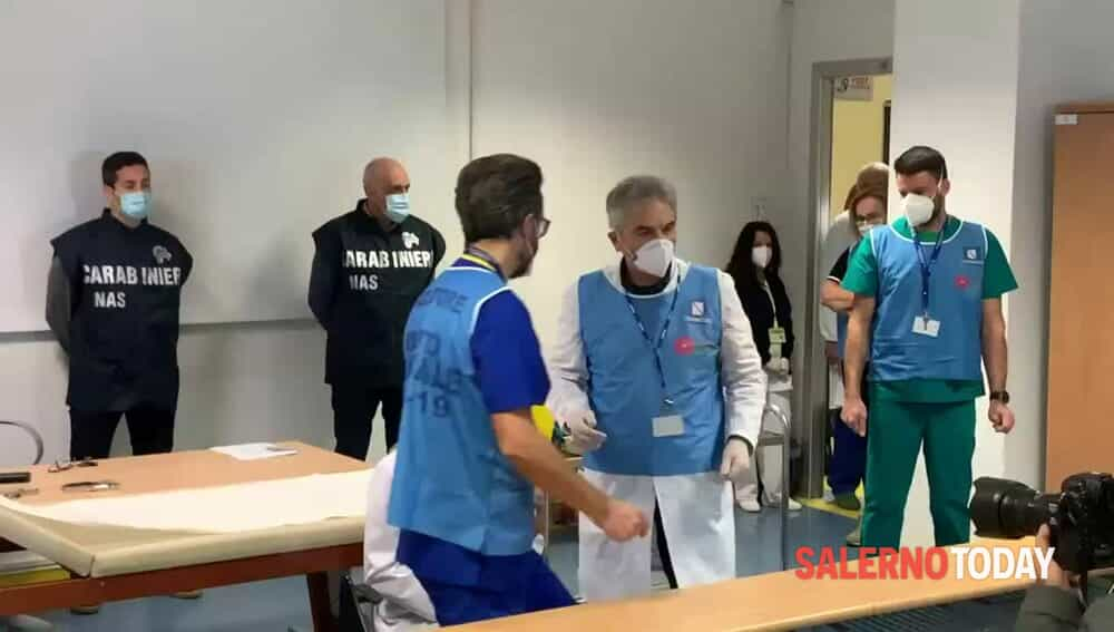 La prima vaccinazione al Ruggi: il video