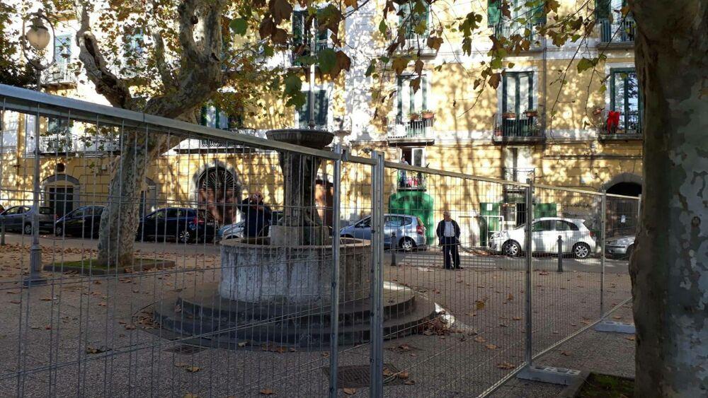 """Piazza Alario, l'appello dei comitati civici: """"Ne' cappelli ne' autoritarismi"""""""