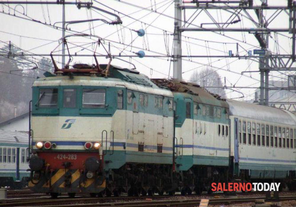 """""""Treno sporco e con assembramenti"""": la denuncia di un pendolare salernitano"""