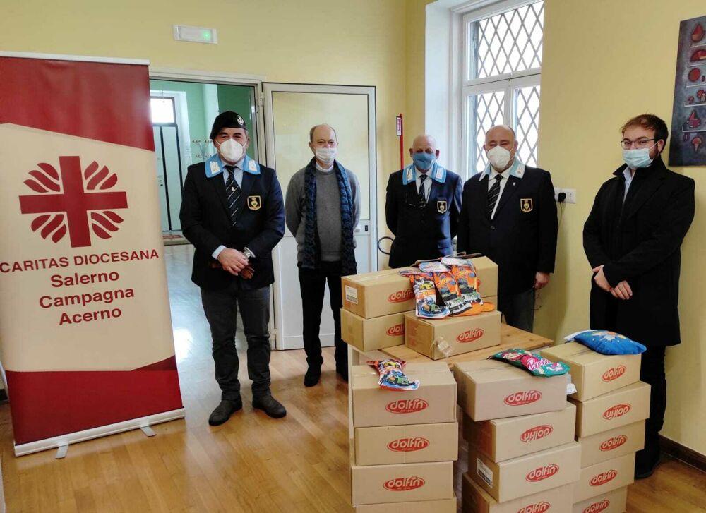 Befana di solidarietà da parte dell'Anac di Salerno: donate 150 calze alla Caritas