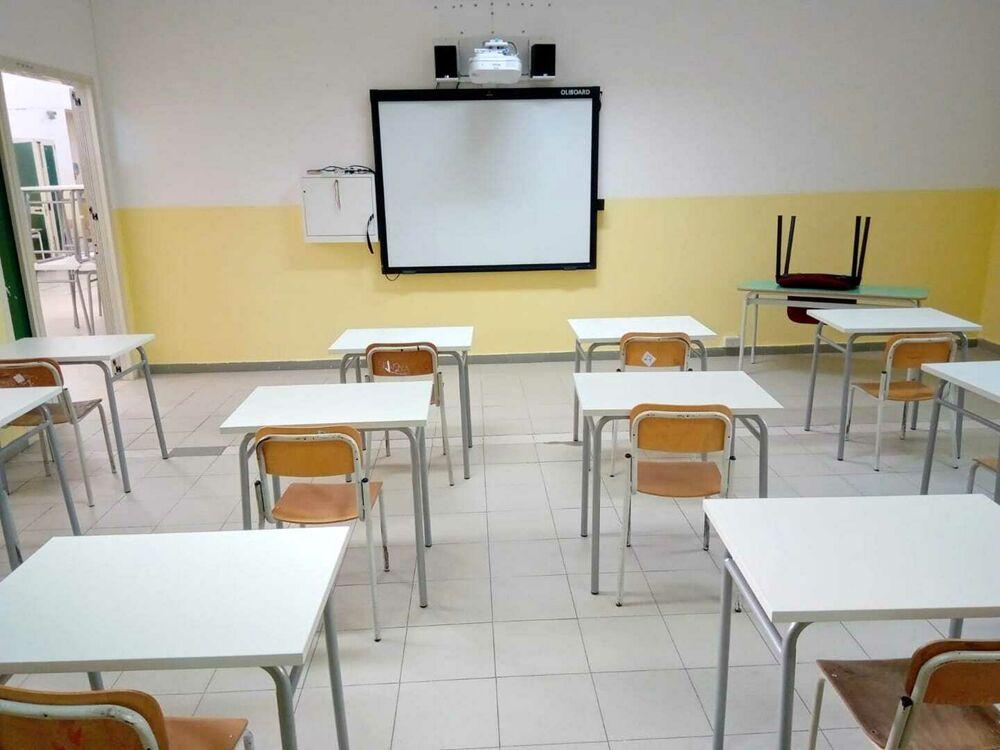 Covid-19: positività anche alla scuola Calcedonia, nuovi casi in altri comuni del salernitano