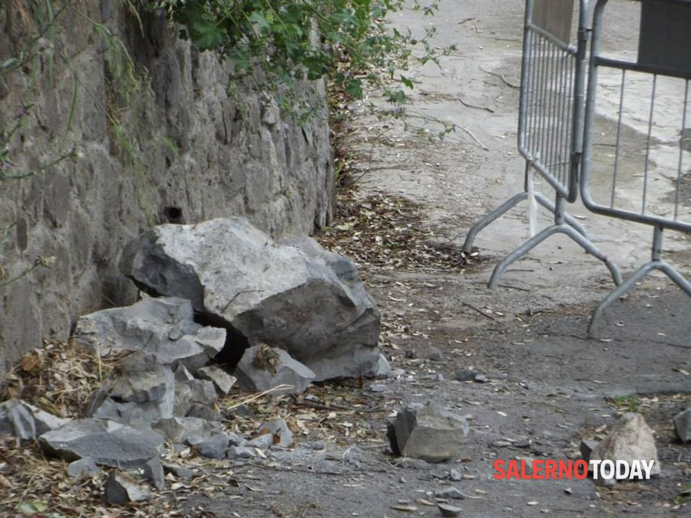 Tensione tra Minori e Ravello, cadono pietre sulla SS163: rallentamenti al traffico