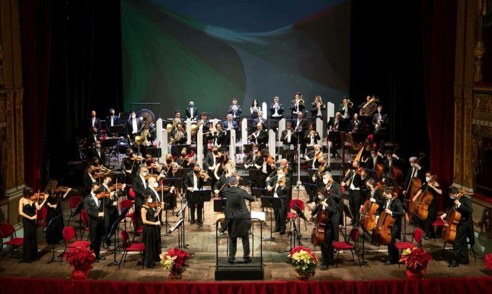 """Salerno, lo spettacolare Concerto di Capodanno conclude le """"Feste al Massimo"""""""