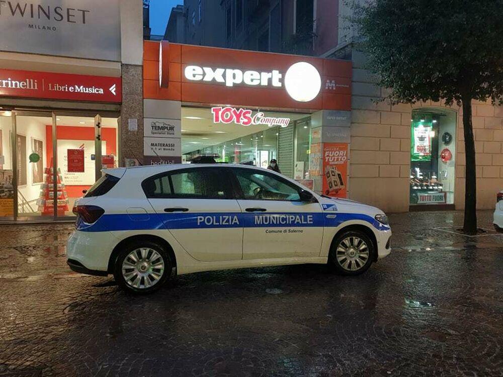 Controlli anti-Covid serrati, a Salerno: verifiche tra esercenti e cittadini