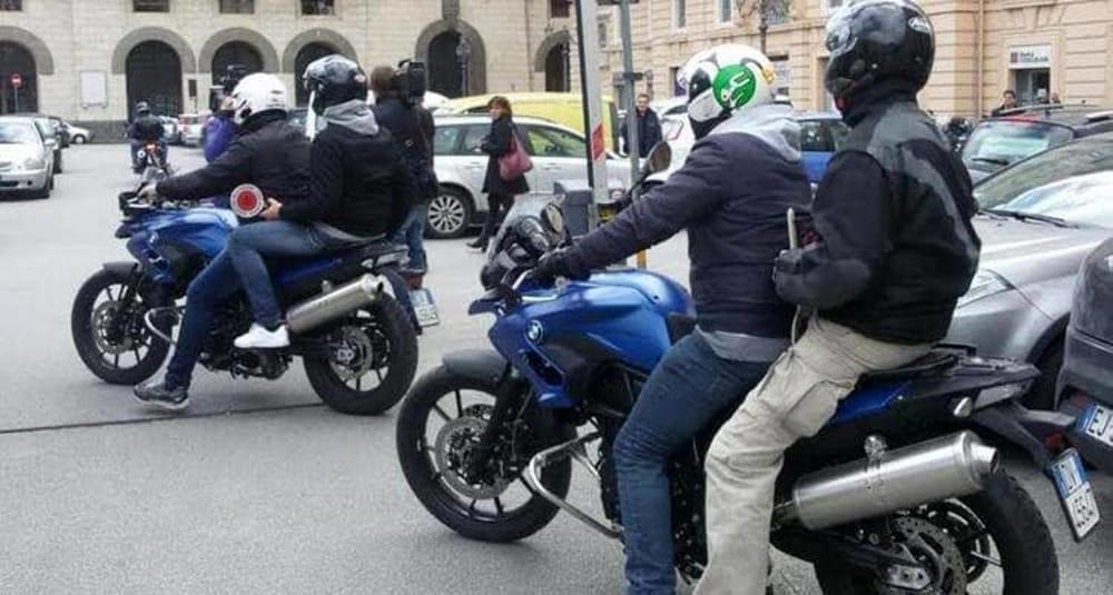 Passeggiava con 19 pezzi di hashish e un coltello: arrestato 25enne a Salerno