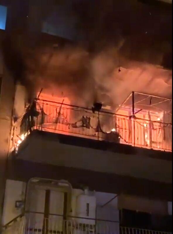 Incendio in un appartamento di San Marzano: salvato il proprietario, morti due cagnolini