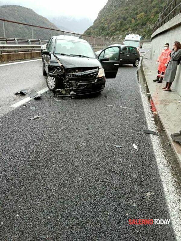 Incidente in autostrada, all'altezza di Vietri: ferito un 40enne