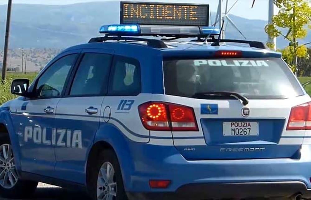 Scontro tra auto e camion sull'A2 del Mediterraneo: ferito un uomo