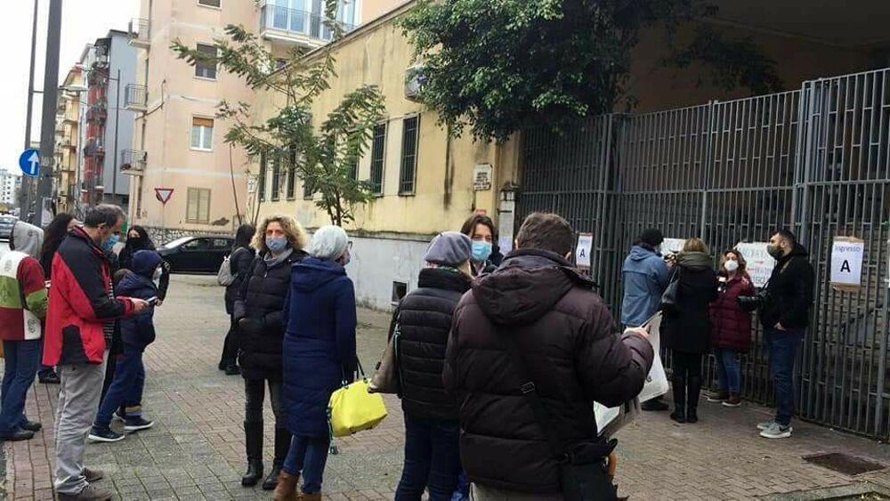 """""""Spegni la Dad, apri la scuola"""": proteste a Salerno, presidio a Torrione e Mercatello"""